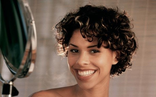 Short Hairstyling Ideas For Round Face